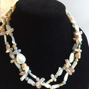 Jewelry - Pearl and gemstone necklace